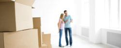 Par med esker til flytting