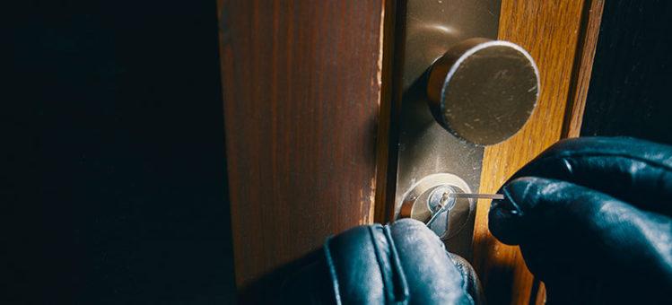 Tyv som dirker opp lås
