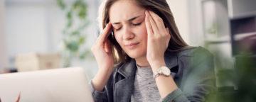 dårlig inneklima - dame med hodepine